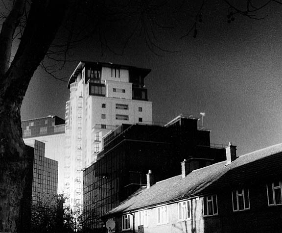 PE_R95_Isle_of_Dogs_street_scene_after_Canary_Wharf_shoot_